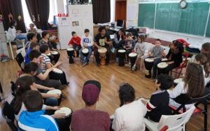 În ritm de schimbare – Percuție Africană pentru copiii romi și ne-romi din comunitatea dezavantajată din Ferentari – making of